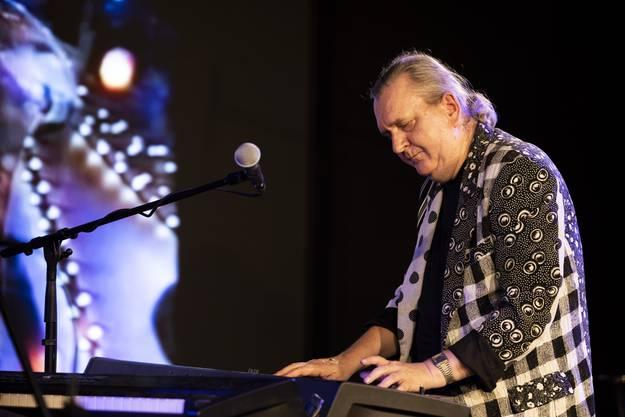 Jürg Bärtschi am Klavier.