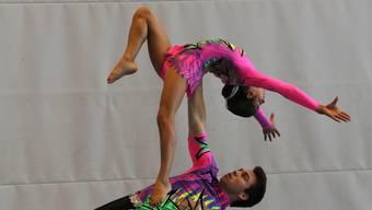 Die beiden gemischen Paare des KTV Dietikon in der Akrobatik