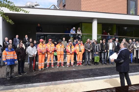 Stadtrat Ruedi Riesen stellt Arbeiter vor