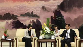 Sie thematisierten unter anderem die bilateralen Beziehungen: Calmy-Rey und Li Keqiang in Peking