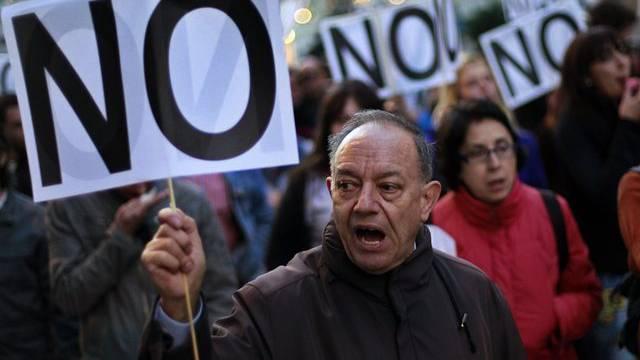 """""""No"""" zu den Sparmassnahmen der Regierung Rajoy: Spanier auf der Strasse in Madrid"""