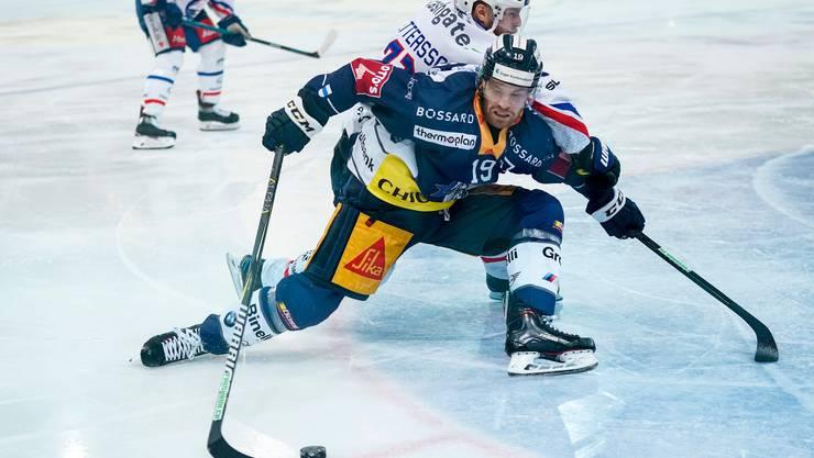 Der Schwede Oscar Lindberg, in Diensten der Zuger, blieb diese Saison noch blass. Bild: Claudio Thoma/Freshfocus (Zug, 22. November 2019)