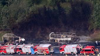 Busunglück in Bayern: Ein Reisecar brannte komplett aus.