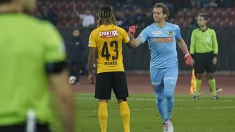 Champions-League-Debüt mit 36 Jahren: Marco Wölfli (rechts, bei der Einwechslung gegen den FCZ) hütet bei YB für David von Ballmoos das Tor.