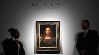 Sicherheitsleute bewachen Leonardo da Vincis «Salvator Mundi» bei Christie's.