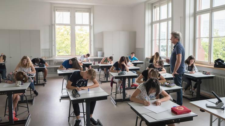 Unser Bildungssystem ist oftmals Spielball der Politik. Der Autor wünscht sich mehr Ruhe und Verlässlichkeit. (Symbolbild)