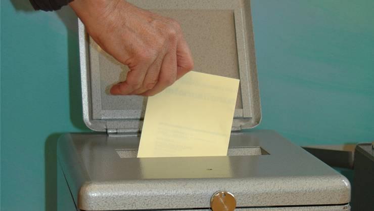 Es kann vorkommen, dass der einzige Kandidat für eine Beamtenstelle in der Gemeinde zu wenig Stimmen erhält. Neu sollen sich ihm in einem zweiten Wahlgang neue Kandidaten entgegen stellen können.