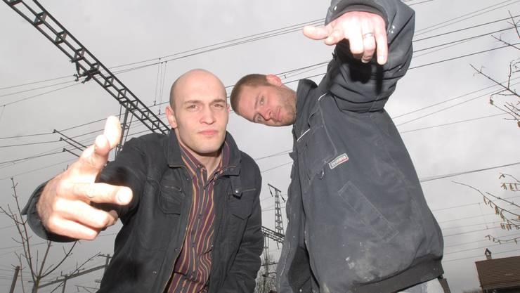 Der eine arbeitet im Büro, der andere auf dem Bau - doch am Mikrofon harmonieren Pascal Bucher (l.) und Marlon Winzenried.