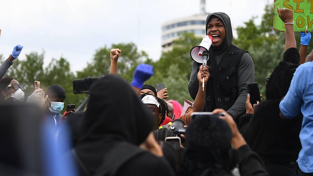 «Star Wars»-Schauspieler kämpft bei Rede gegen Rassismus mit Tränen