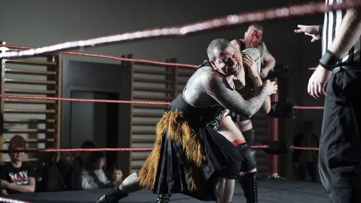 Am Wochenende waren in der Turnhalle Stilli die besten Schweizer Wrestler zu Gange. Die Zuschauer bekamen dabei die Gelegenheit, den Stars der Szene nah zu sein