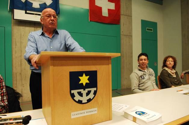 Ein letztes Mal spricht Konrad Werder als Gemeindeammann zu den anwesenden Stimmberechtigten Böbikons