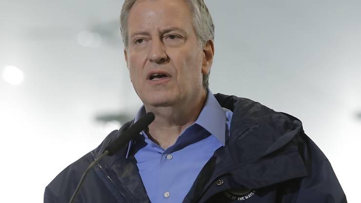 New Yorks Bürgermeister Bill de Blasio hat sich besorgt über eine Krankheit gezeigt, die derzeit zahlreiche Kinder in der Metropole befällt. (Archivbild)