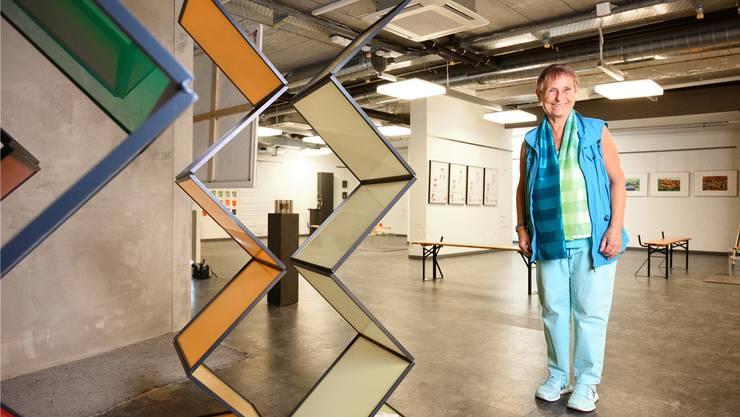 Künstlerin Maria Kägi in ihrer Pop-up-Galerie am Schlossbergplatz in Baden.