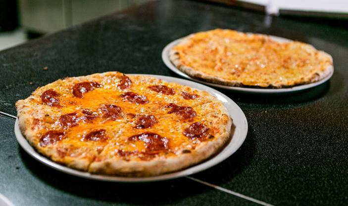 Speedy-Pizza frisch aus dem Ofen.