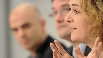 SP-Fraktionspräsidentin Wyss (r.), SP-Präsident Levrat (M.) und SP-Ständerat Berset (l.)