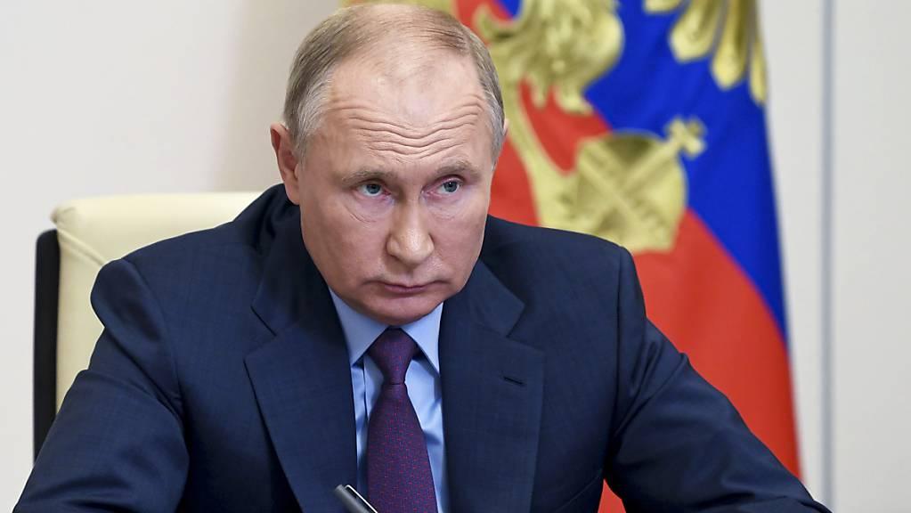 Der russische Präsident Wladimir Putin äußerte sich zu Waffenruhe zwischen den verfeindeten Staaten Armenien und Aserbaidschan.