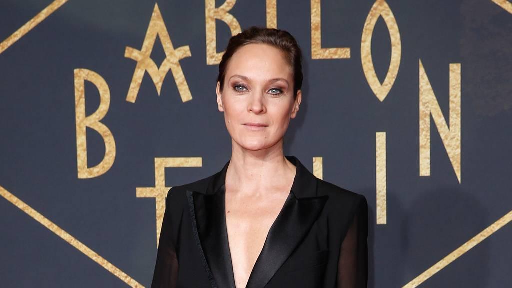 Die deutsche Schauspielerin Jeanette Hain feiert dieses Jahr wohl oder übel Silvester.