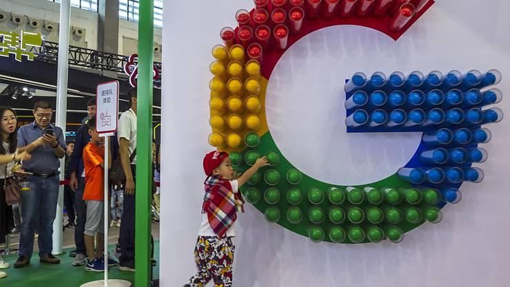 US-Präsident Donald Trump nimmt den US-Internetriesen Google ins Visier: Er will Vorwürfe prüfen, dass Google mit der chinesischen Regierung zusammenarbeite. (Themenbild)
