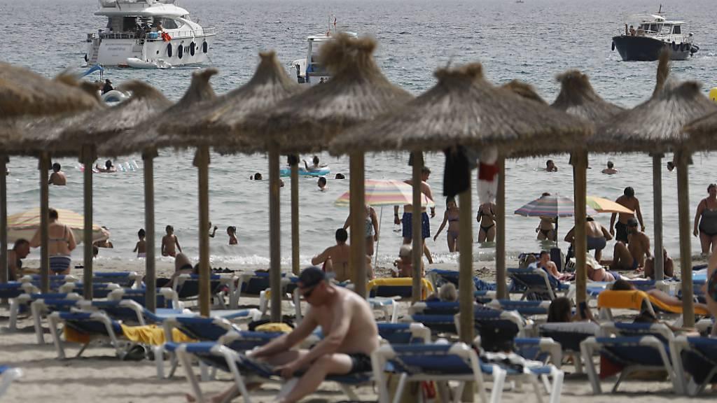 Viele Urlauber nehmen Corona-Hochinzidenz in Spanien gelassen