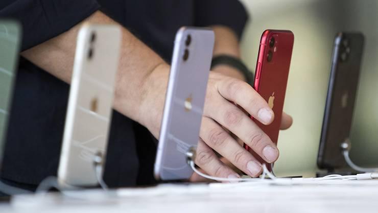 Dank rund 1'300 gefälschte iPhones aus Hong Kong bestritt ein Chinese seinen Lebensunterhalt. (Archivbild)