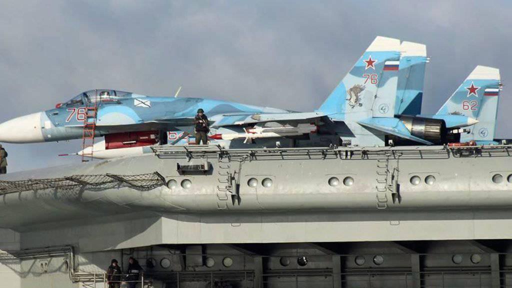 Ein russisches Kampfflugzeug wegen eines «technischen Fehlers» einige Kilometer vor dem russischen Flugzeugträger «Admiral Kusnezow» abgestürzt. (Archivbild).