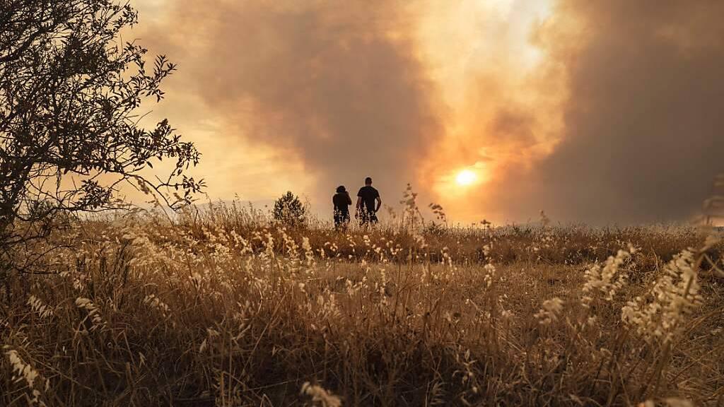 Mehr als 1000 Menschen kämpfen gegen Brand in Südfrankreich