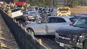 63 Autos krachten auf der Autobahn in Virginia