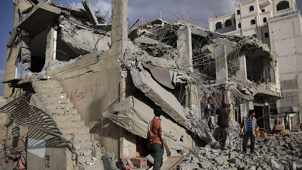 Überreste eines Hauses in Jemens Hauptstadt Sanaa. Es wurde mutmasslich bei einem von Saudi-Arabien angeführten Luftangriff zerstört. (Archivbild)