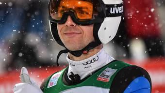 Daumen hoch: Simon Ammann überstand in Oberstdorf die Qualifikation ohne Probleme.