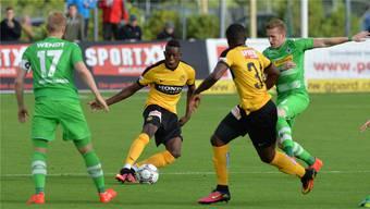 Denis Zakaria flankt für YB gegen Mönchengladbach.