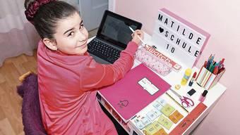 Eng, aber gemütlich: Matilde macht zu Hause ihre Ufzgi. Hinterher hat sie Zeit zum Häkeln oder Kartenspiel.
