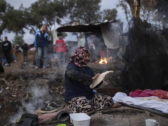 Die Schweiz liefert 600 wintertaugliche Zelte auf die griechische Insel Lesbos, wo im Durchgangszentrum Moria wegen unzureichender Infrastruktur schwierige Bedingungen herrschen.