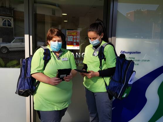 Messgeräte für Blutdruck und -zucker gehören in den Tagen von Corona genauso zur Grundausrüstung wie Schutzmaske, Desinfektionsmittel und neu auch ein Tablet.