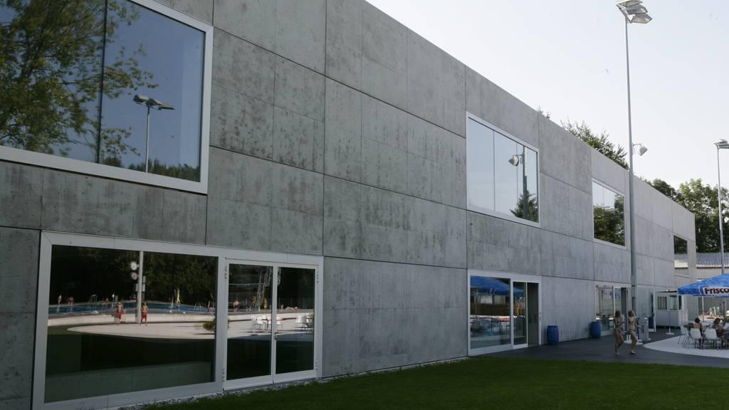 Auf dem Dach des Eissportzentrums Lerchenfeld soll die erste Fotovoltaikanlage der «St.Galler Solar Community» entstehen.