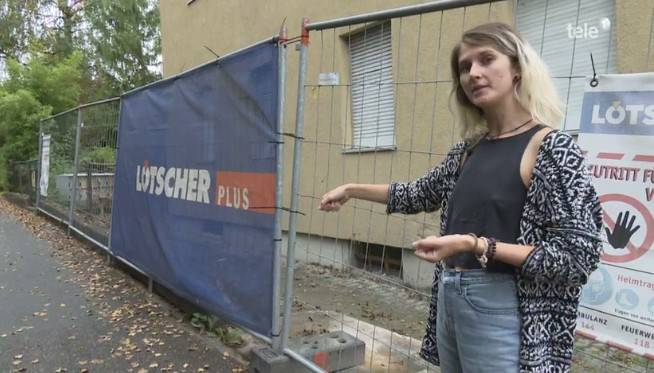 Die nominierte Nora Furrer vor dem abgebrannten Haus in Reussbühl.