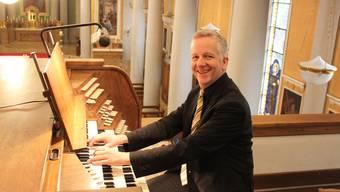 Bernhard Hörler spielt schon seit über einem Vierteljahrhundert auf «seiner» Orgel in der St. Agatha in Dietikon.
