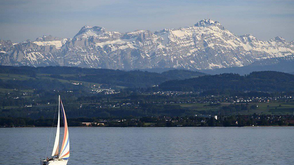Die Frau fiel auf dem Bodensee vor Ludwigshafen von einem stillliegenden Boot. (Symbolbild)