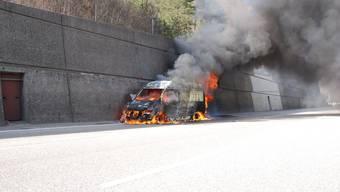 Brennender Lieferwagen auf der A2