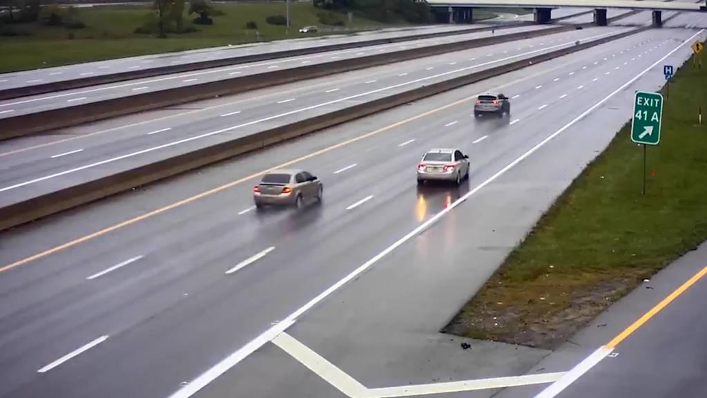 Ausfahrt verpasst: Amerikaner fährt rückwärts auf der Autobahn