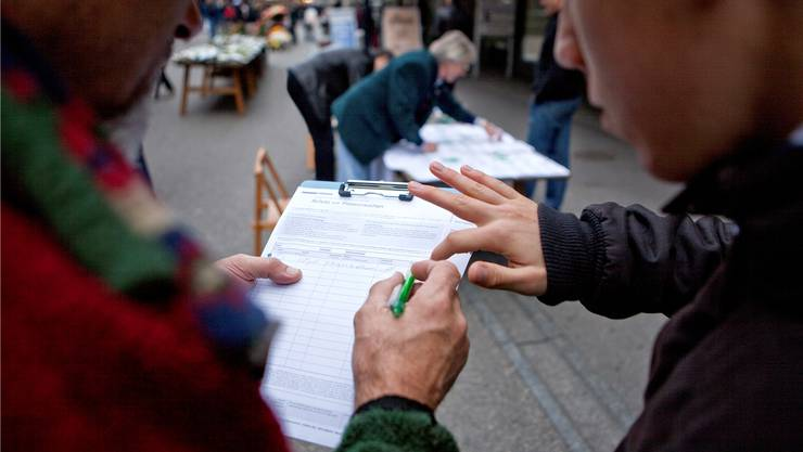 Wer eine Initiative mehrfach unterschreibt, begeht juristisch gesehen Wahlfälschung.