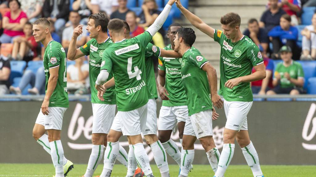 Hat der FC St.Gallen in der Super League bald zwei neue Gspänli? (Archivbild)