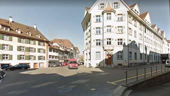 Im Sägergässlein (rechts) schlug ein 20-Jähriger einen 21-Jährigen nieder, der seine Freundin sexuell belästigt haben soll. (Archivbild)