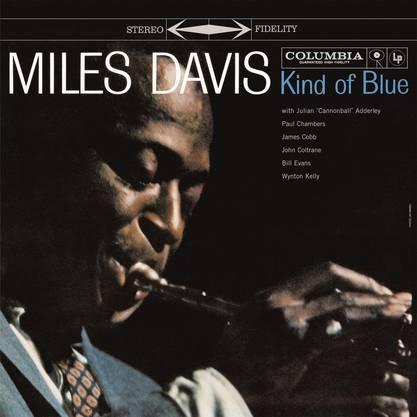 Vor 60 Jahren : Kind Of Blue «Kind of Blue» gilt als das Album des modalen Jazz, der den Solisten Miles Davis, John Coltrane, Cannonball Adderley und Bill Evans neue Möglichkeiten eröffnete. Mit 6 Millionen Einheiten weltweit ist das Album das meistverkaufte in der Geschichte des Jazz.