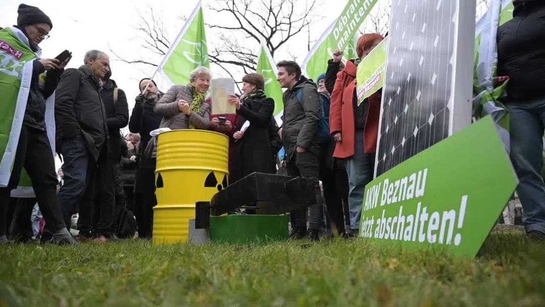 Berner Grüne legen symbolisch Schalter um