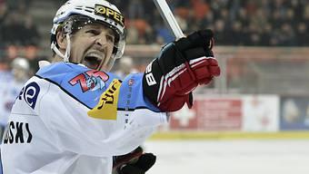 Fribourger Kwiatowski freut sich über das 1:0 in Biel