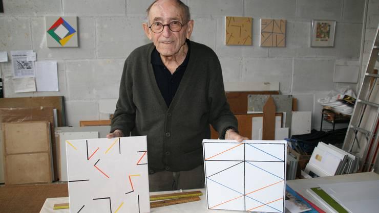 Kontraste und geometrische Arbeiten: Willi Schoder (90) in seinem Atelier in Laufenburg.