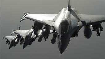 Sollen Kampfjets beschafft werden können, ohne dass das Volk darüber abstimmt? Die Diskussion läuft seit Bekanntwerden des Vorschlags heiss.