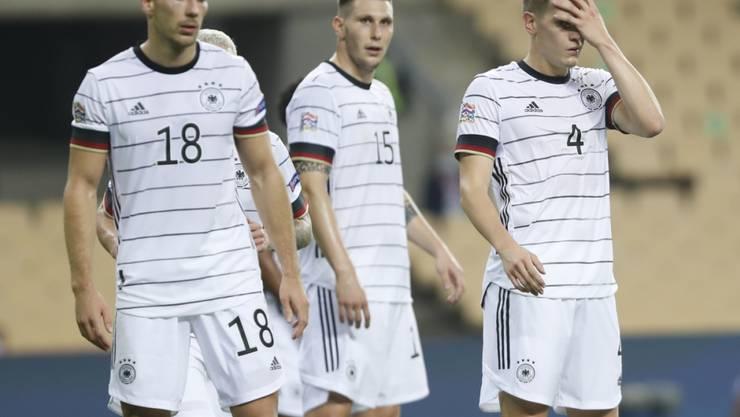 Ratlos im Debakel: Die Deutschen beim 0:6 gegen Spanien