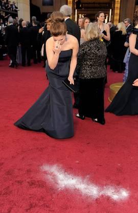 ..was bei Aktrice Tina Fey, die kurz danach darüber schreitet, eine hektische Bekruezigung auslöst.
