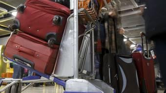 Einwohner mit Migrationshintergrund packt öfter mal das Heimweh: Zwei Drittel reisen mindestens einmal pro Jahr in ihr Herkunftsland. Von denen, die noch nahe Verwandte dort haben, sind es sogar drei Viertel. (Archivbild)